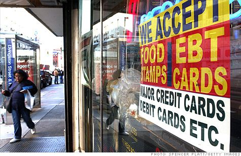 More than one in seven Americans are on food stamps, but the federal government wants even more people to sign up for the safety net program. The U.S. Department of Agriculture has been running radio ads for the past four months encouraging those eligible to enroll. The campaign is targeted at the elderly, working poor, the unemployed and Hispanics. @ CNNMoney