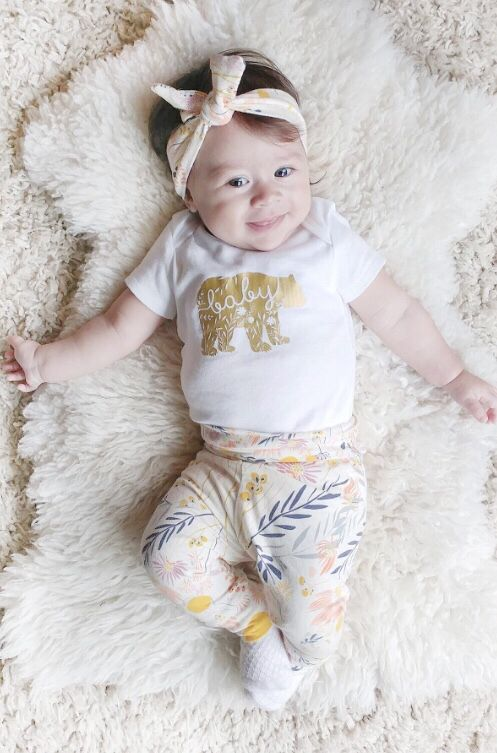How sweet is this baby girl? This coming home outfit would be perfect for a newborn baby girl! #theyoungnest #babyclothes #babyoutfit #babyonesies #cominghomeoutfit #handmade #onesies #canadian #babygirl #babyshowergifts #babygift #babyessentials #newmom #momtobe #joggers #babyclothing #newborn #headbands #babysfirstoutfit #babystyle #helloworld #leggings #monochrome #babyphotography #floralprint #babygirlfashion