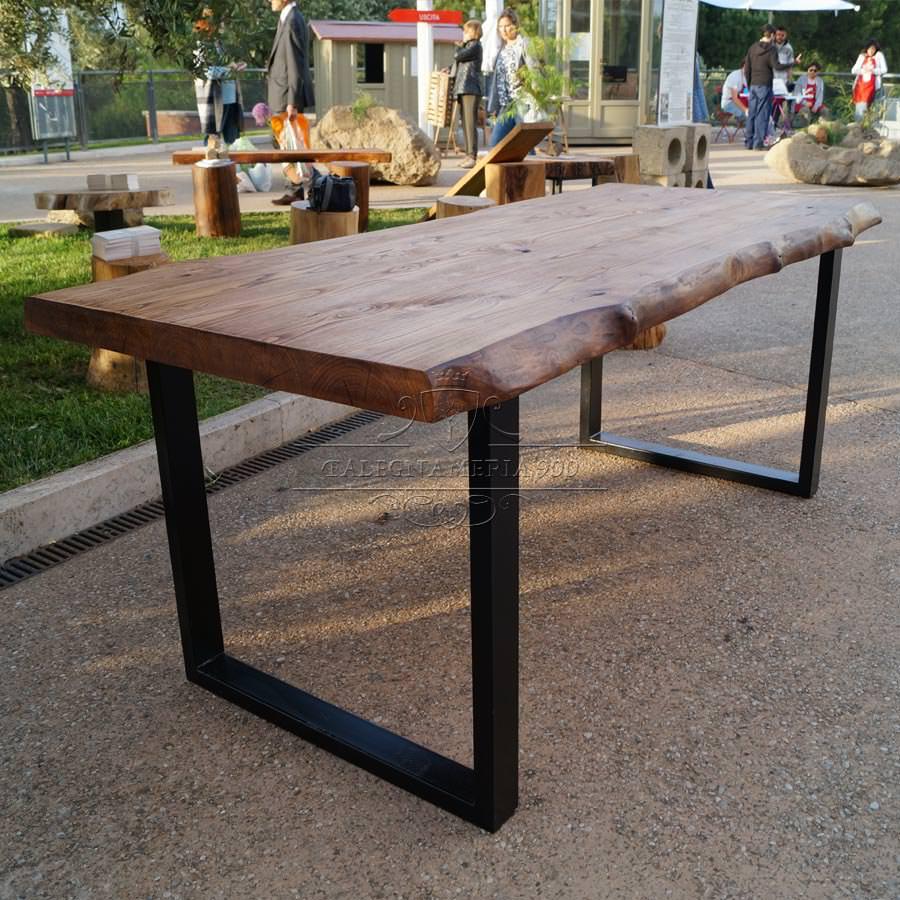 Tavolo legno massello di castagno. Gambe in ferro. Impero ...