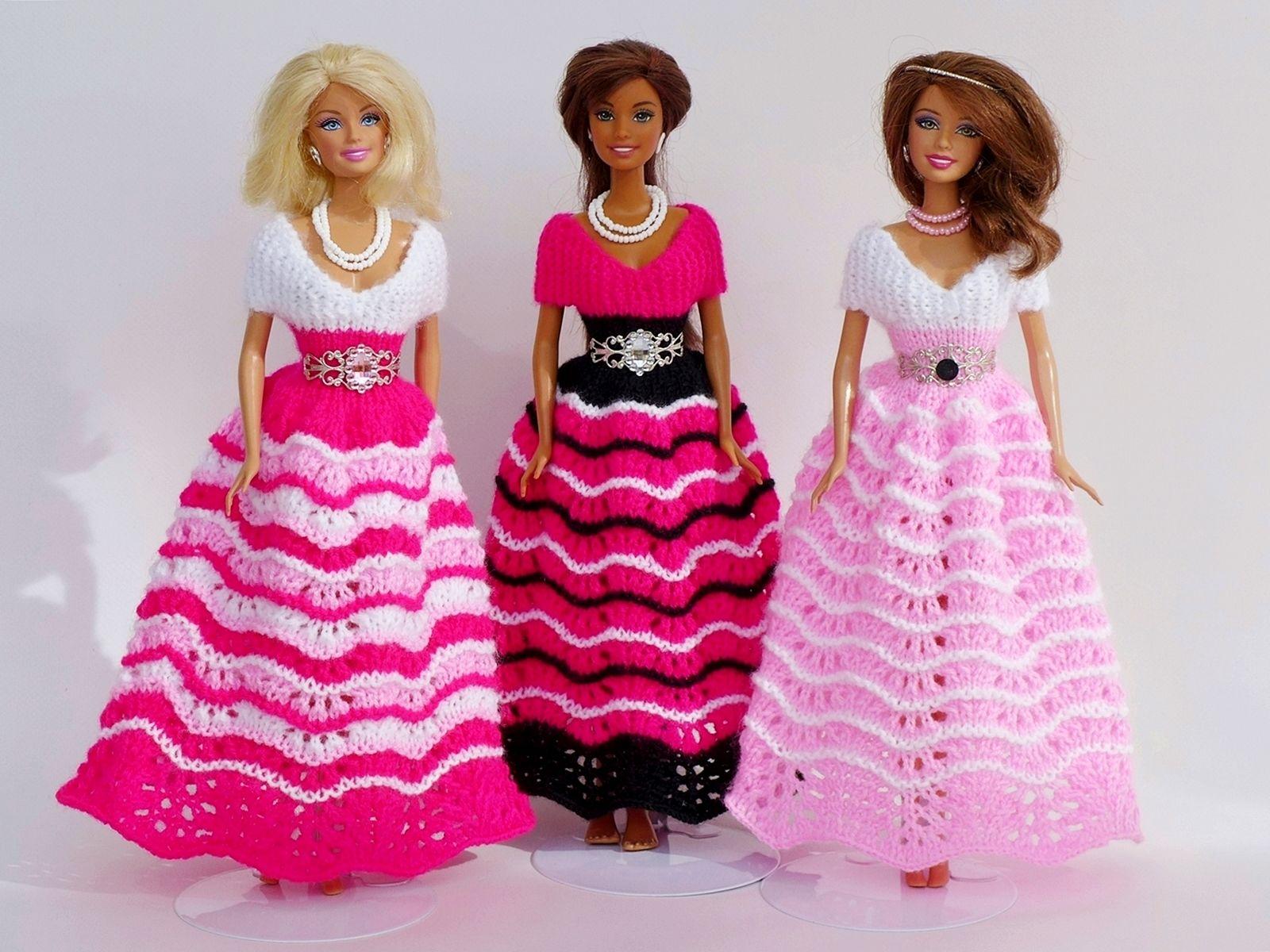 Wunderschöne selbstgestrickte Ballkleider für Barbie-Puppen u.ä ...
