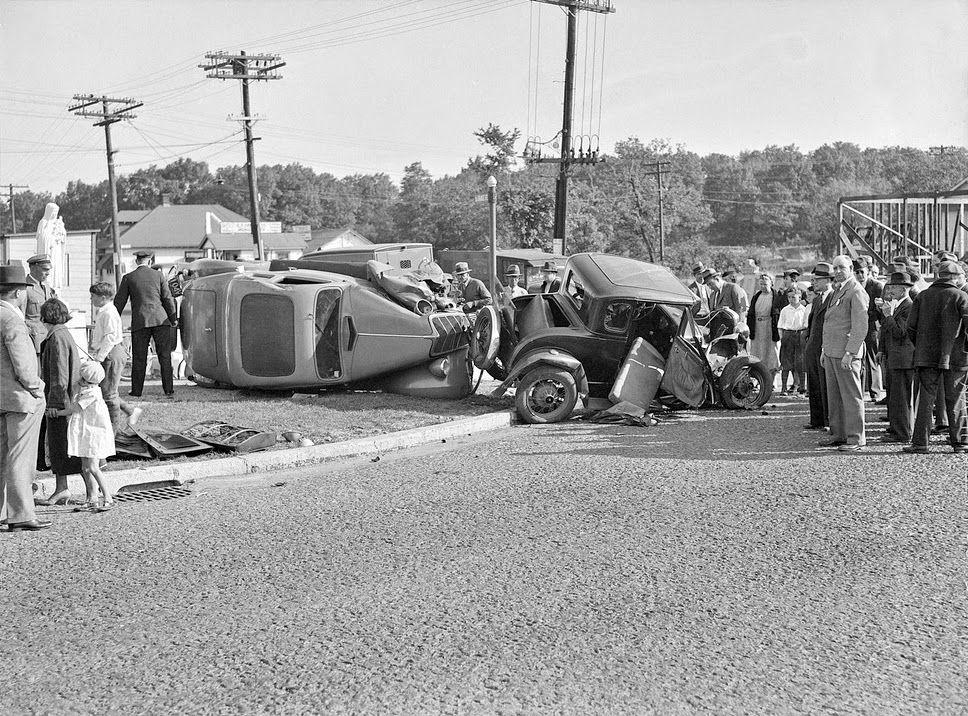 History in Photos: Vintage Car Wrecks | Classic Car Ads | Pinterest ...