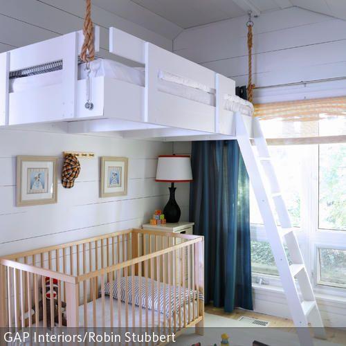 H ngendes hochbett hochbetten kinderzimmer und gestalten for Kinderzimmer ohne bett