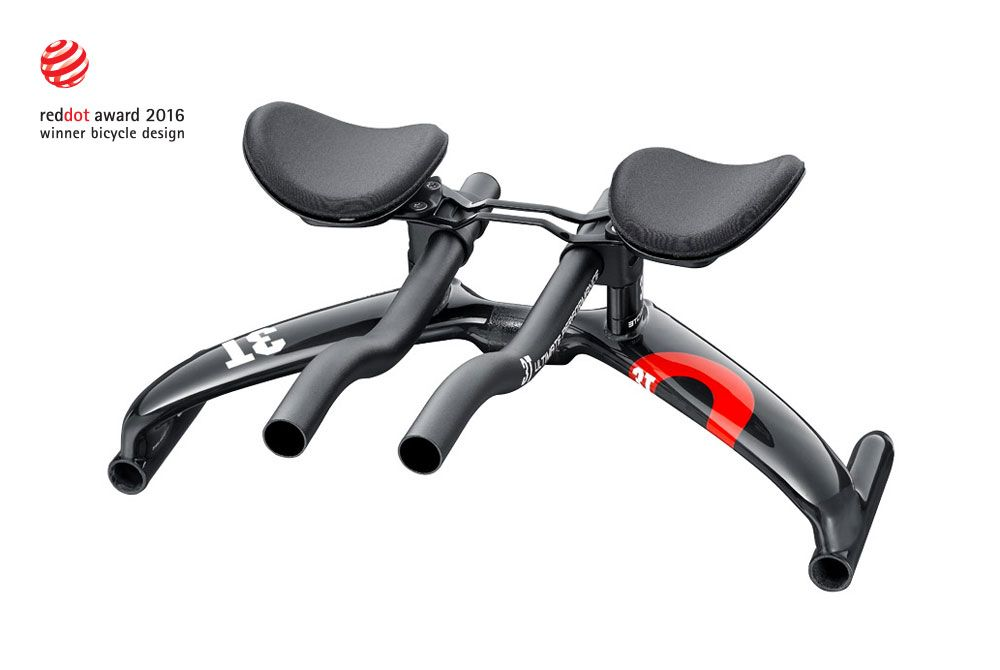 Revo is the first-ever aerobar toattach the basebar wing to the front of the grips instead of the back, literally changing aerobar design 180°.Until now,