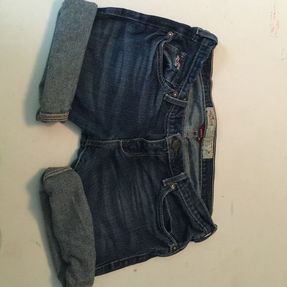 Women's / Juniors Hollister Shorts Women's / Juniors Hollister Shorts, size 3, denim shorts great condition from and pet and smoke free home Hollister Shorts Jean Shorts