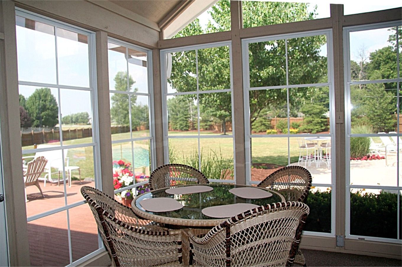 Wonderful Sun Room Design Interior With Glass Window and Comfortable ...