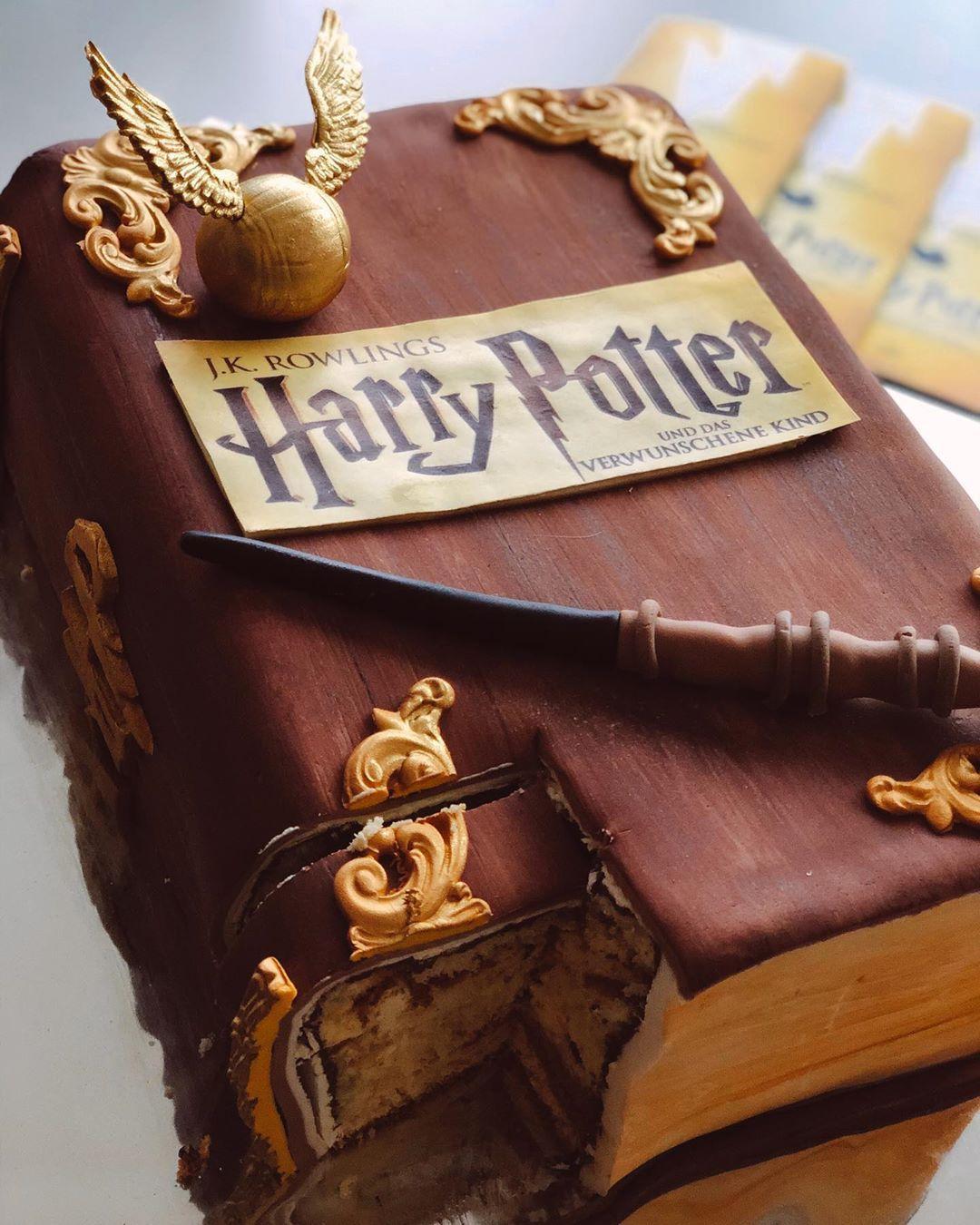 Harry Potter Kuchen Beim Besuch Im Mehr Theater In Hamburg Und Das Tol Kuchen Food Blog Cake Recipes