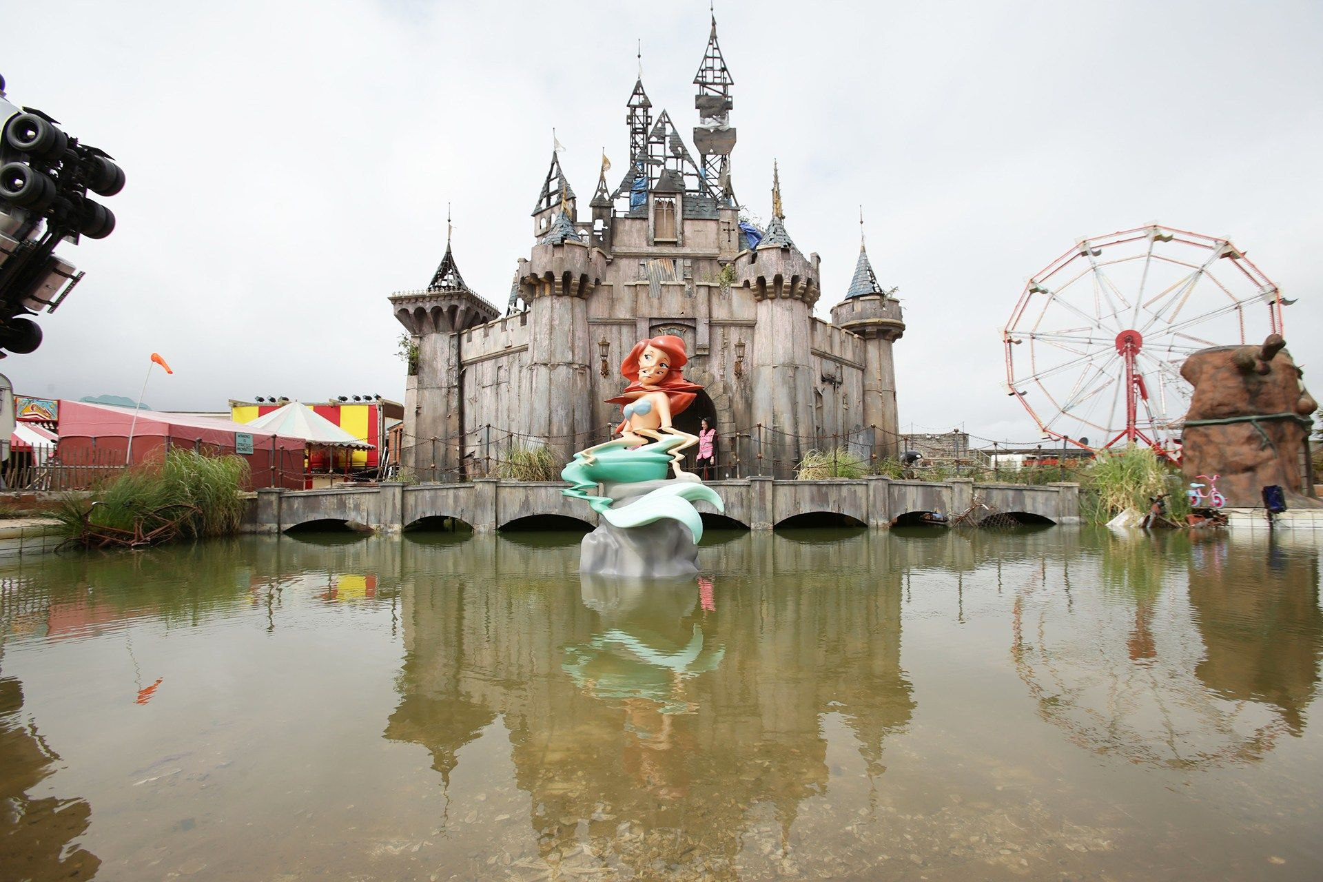 welcome to dismaland weston super mare exhibitions and banksy