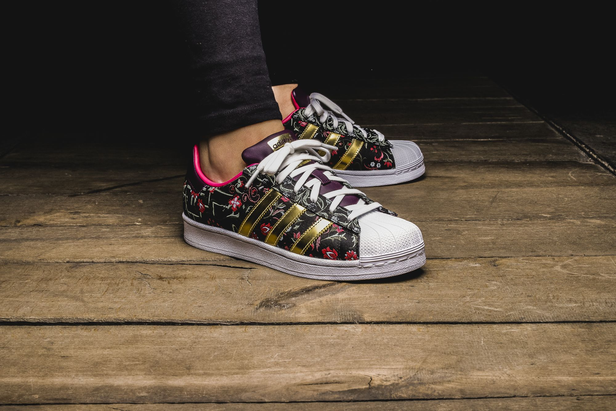 new products 142e4 f1e90 Girls, the adidas Originals Superstar W is available at our shop now! EU 37