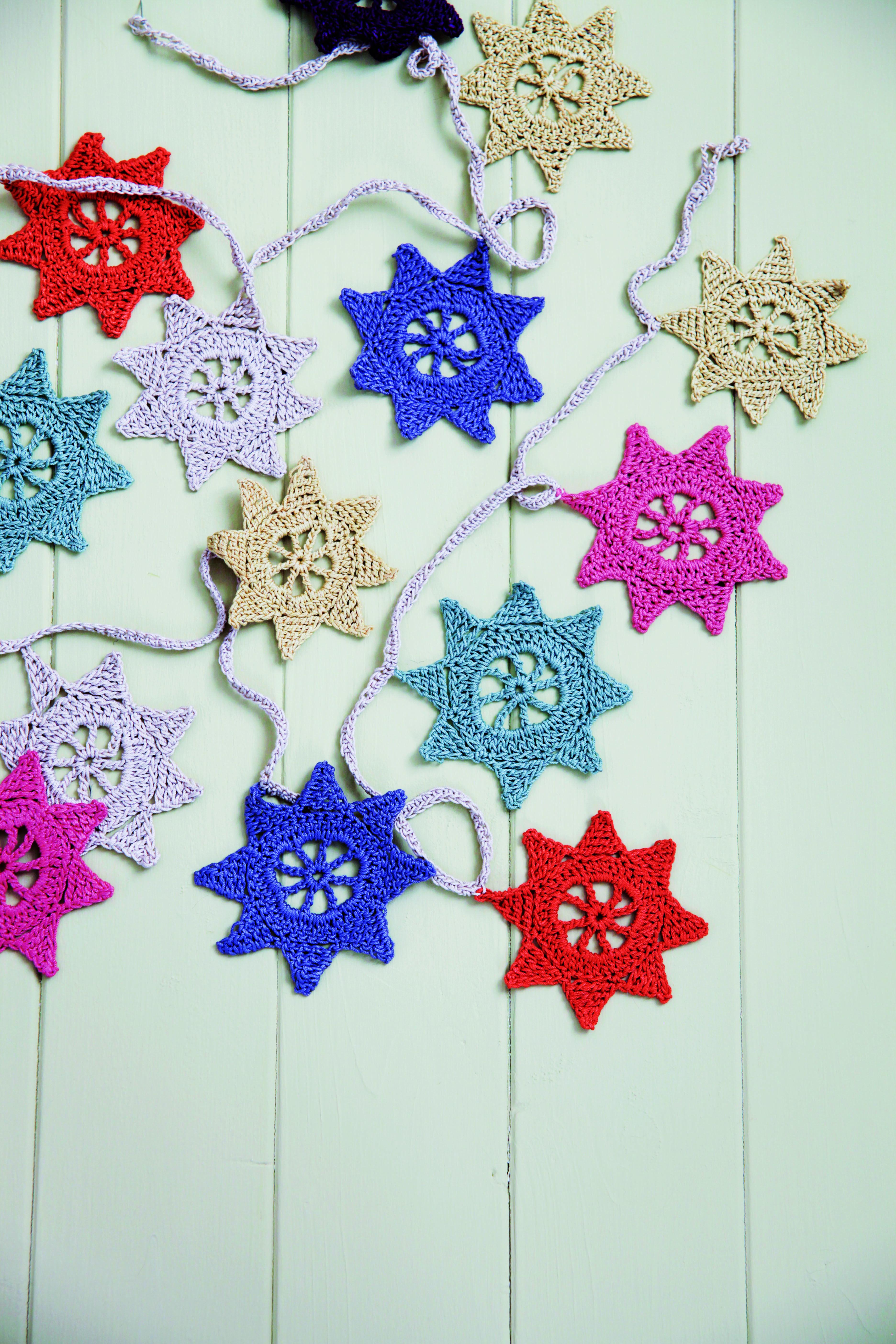 Diy crochet star garland colour decoracion con - Decoracion con estrellas ...