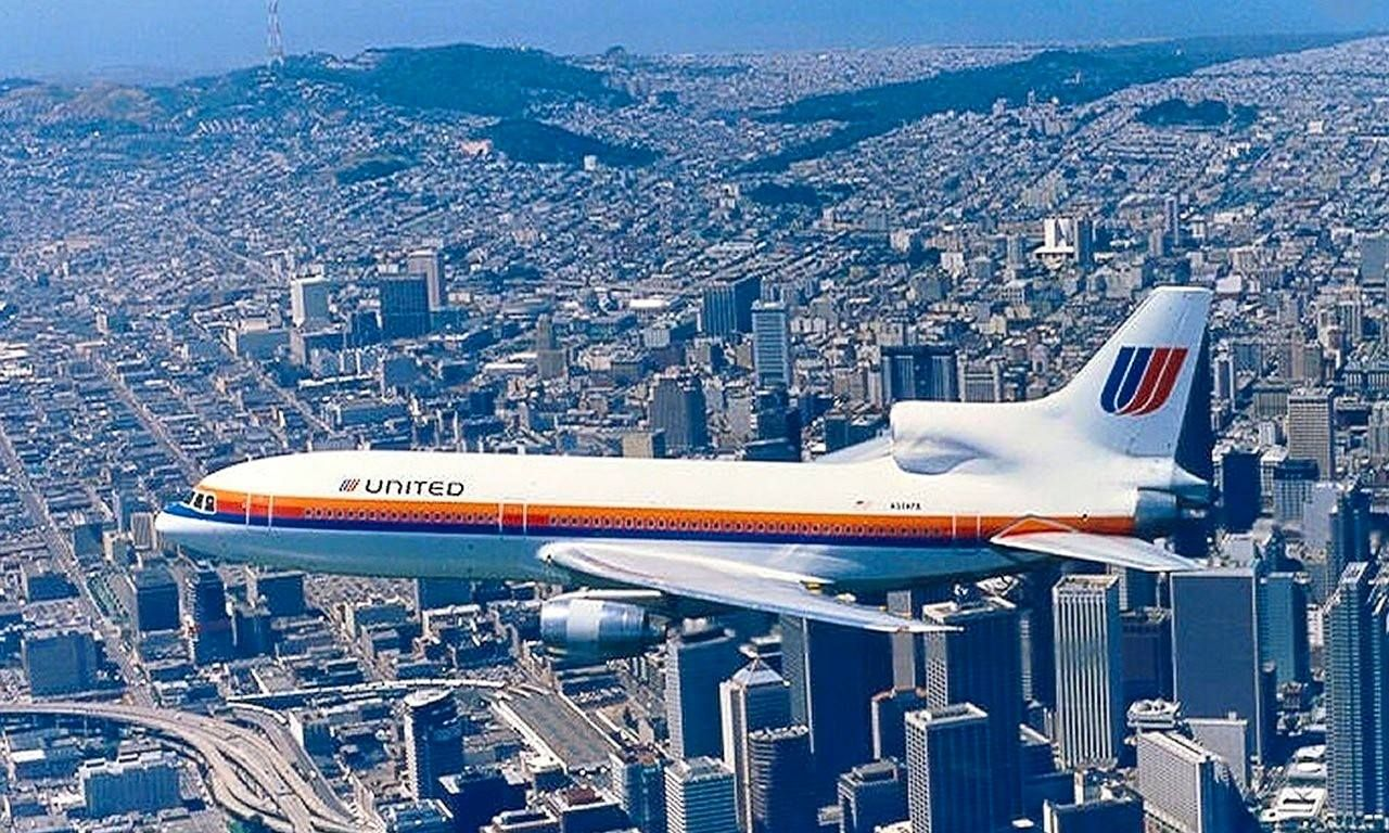 United L-1011 (EX PanAm) ✈   Follow civil aviation on AerialTimes. Visit our boards on pinterest.com/aerialtimes or like us on www.facebook.com/aerialtimes