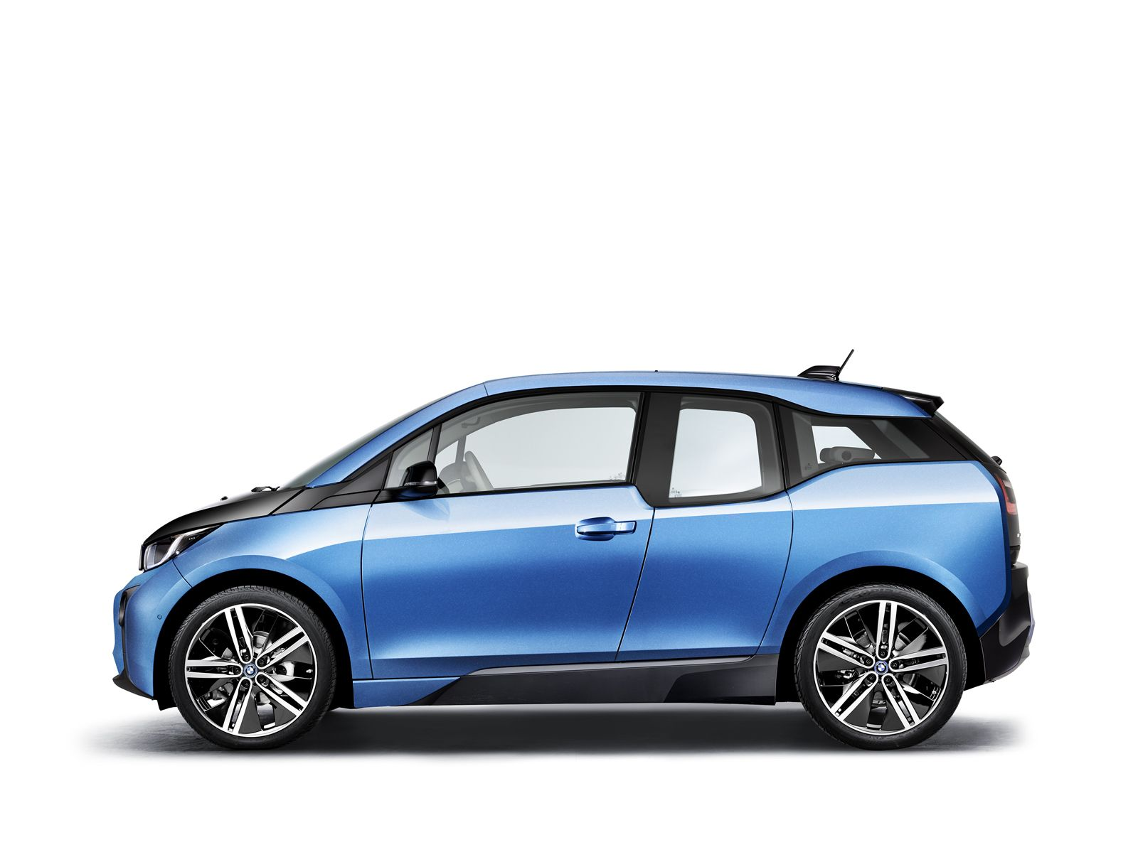 BMW To Reveal Facelifted i3 With New Look & Greater Range At Frankfurt Motor Show