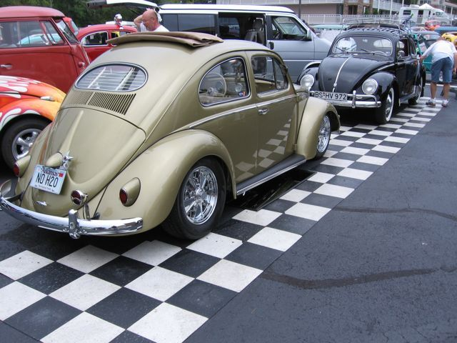 pussy-picture-on-vw-bug-young-man-mature-woman