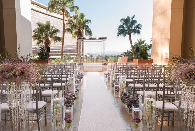 Modern Las Vegas Wedding At Red Rock Casino Resort Spa Las Vegas Wedding Venues Outdoor And In Vegas Wedding Wedding Location Indoor Outdoor Wedding Venues