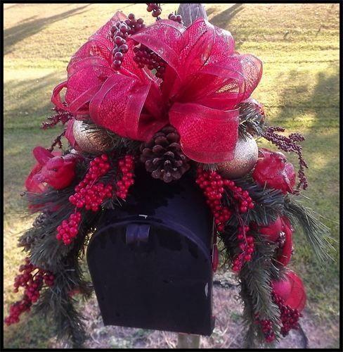 Wreaths: Decorative Door Wreaths, Luxury Christmas Wreaths - Mailbox Swags - Maplesville, AL