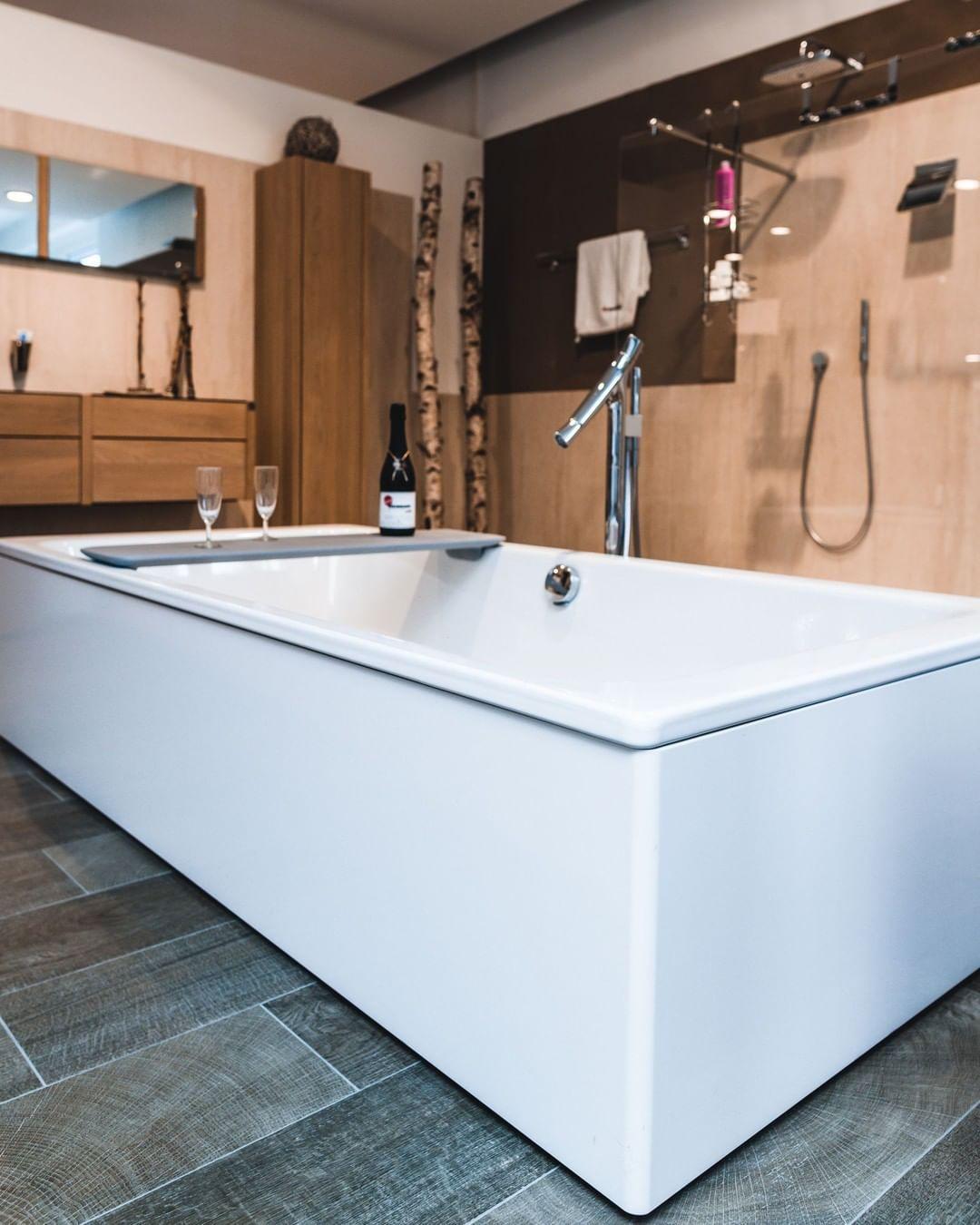 Du Mochtest Dein Bad Renovieren Oder Planst Einen Neubau Wir Bieten Dir Eine Ganzheitliche Planung Inkl Fliesenberatung I Bathrooms Remodel Bathroom Bathtub