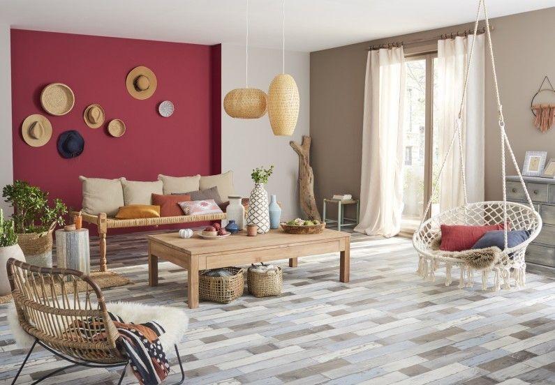 Un salon de style bohème avec un sol vinyl effet bois vieilli   SOLS ...