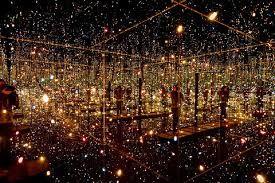 instalação na exposição Obsessão Infinita de Yayoi Kusama no Instituto Tomie Ohtake