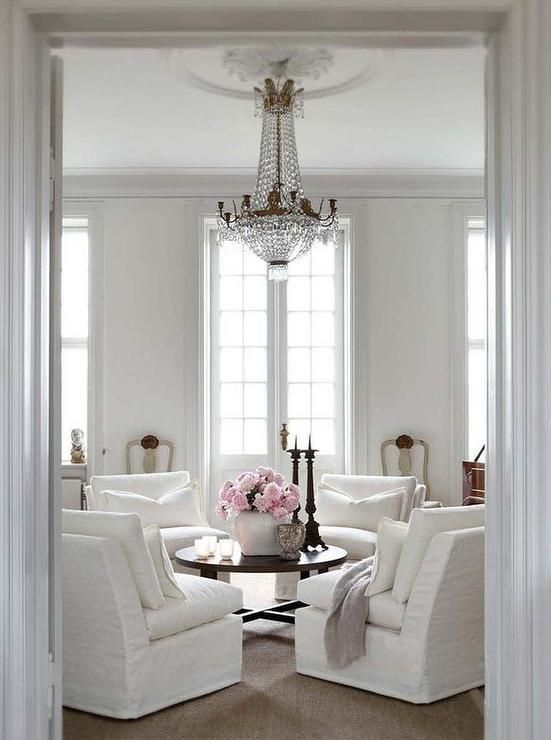 Slettvoll Stunning Living Room With Circular Furniture Arrangement Perfect For Conversations And