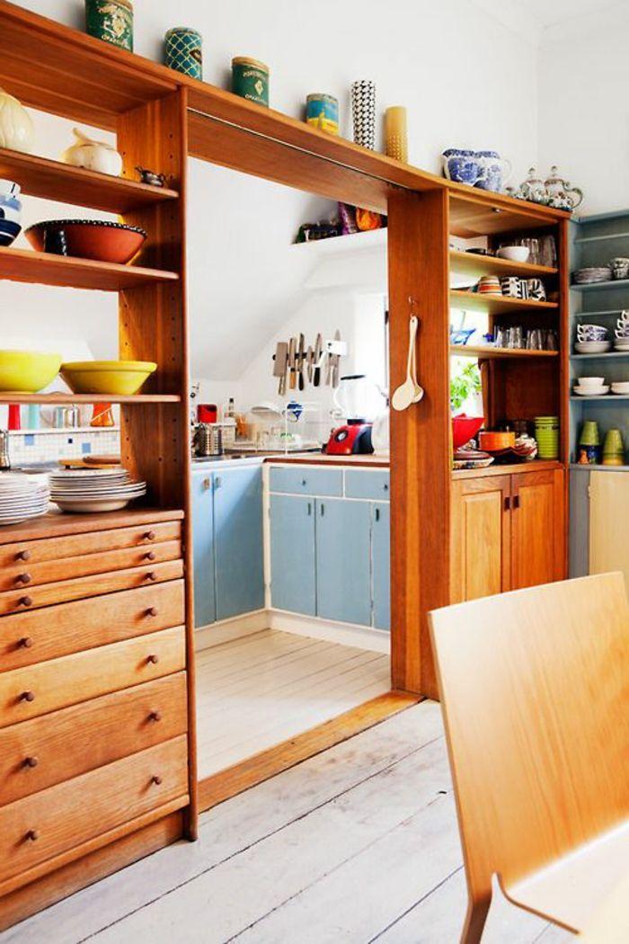 attraktive raumtrennung ideen - küche mit vielen regalen ideen - ideen für die küche