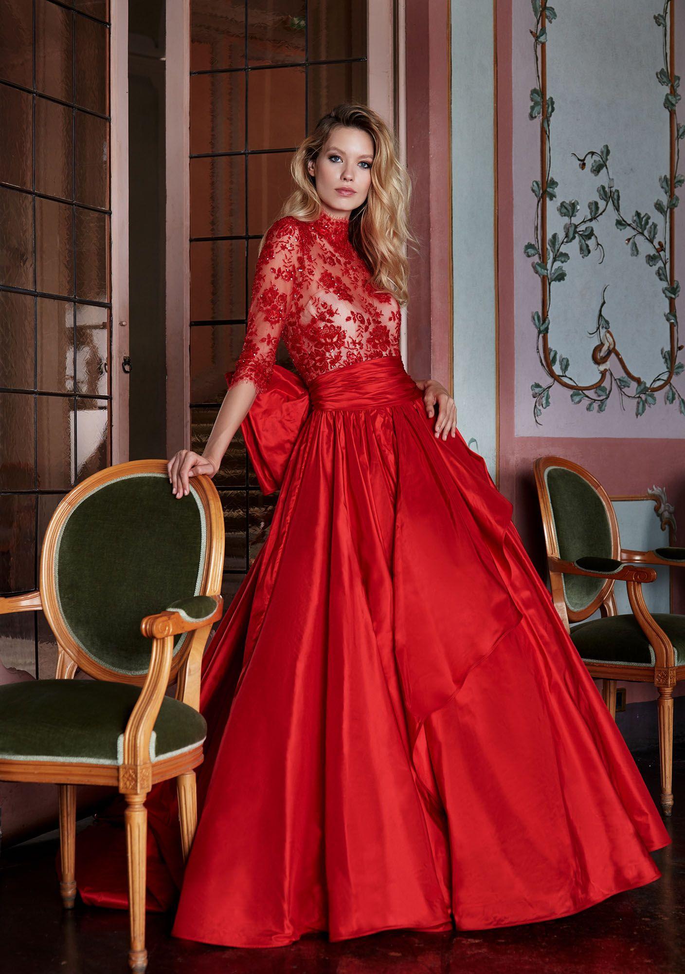 f8bd2169c9b8 MODELLO 1816 Strepitoso abito da sposa rosso in taffettà con bustino in  prezioso pizzo francese ricamato