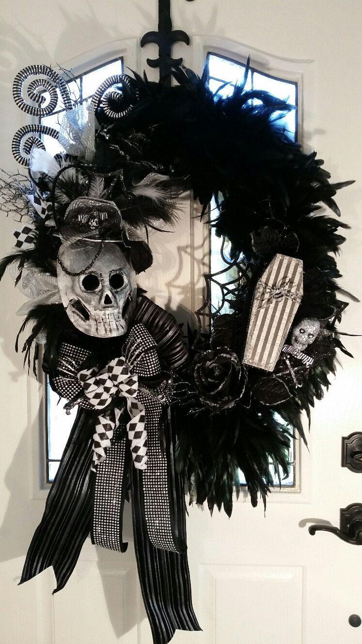 70 Ideas For Elegant Black And White Halloween Decor Wreaths - black and white halloween decorations