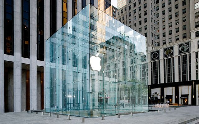 Si Eres Amante De La Tecnologia Puedes Visitar Apple S Fifth Avenue Store No Sera Dificil De Encontrar Store Architecture Glass Structure Apple Store
