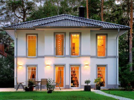 stadtvillen villa lugana putzfassade gartenansicht des traumhauses stilvolle traumh user. Black Bedroom Furniture Sets. Home Design Ideas