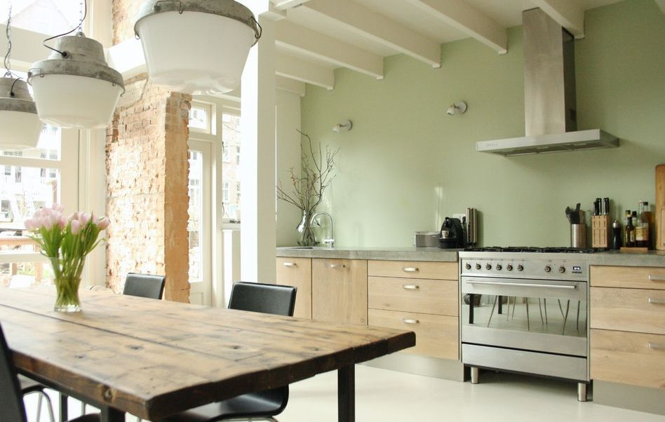 10 Beautiful Kitchens With Green Walls Green Kitchen Walls Sage Green Kitchen White Kitchen Interior Design