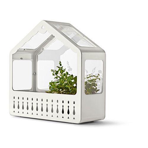 IKEA PS 2014 Mini skleník IKEA Otvorenú stranu môžete natočiť k stene alebo do priestoru podľa prostredia, ktoré chcete rastlinám vytvoriť.