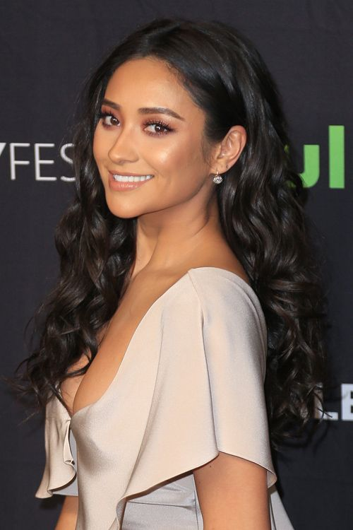Shay Mitchell's Hairstyles & Hair Colors | Steal Her Style | Shay ...