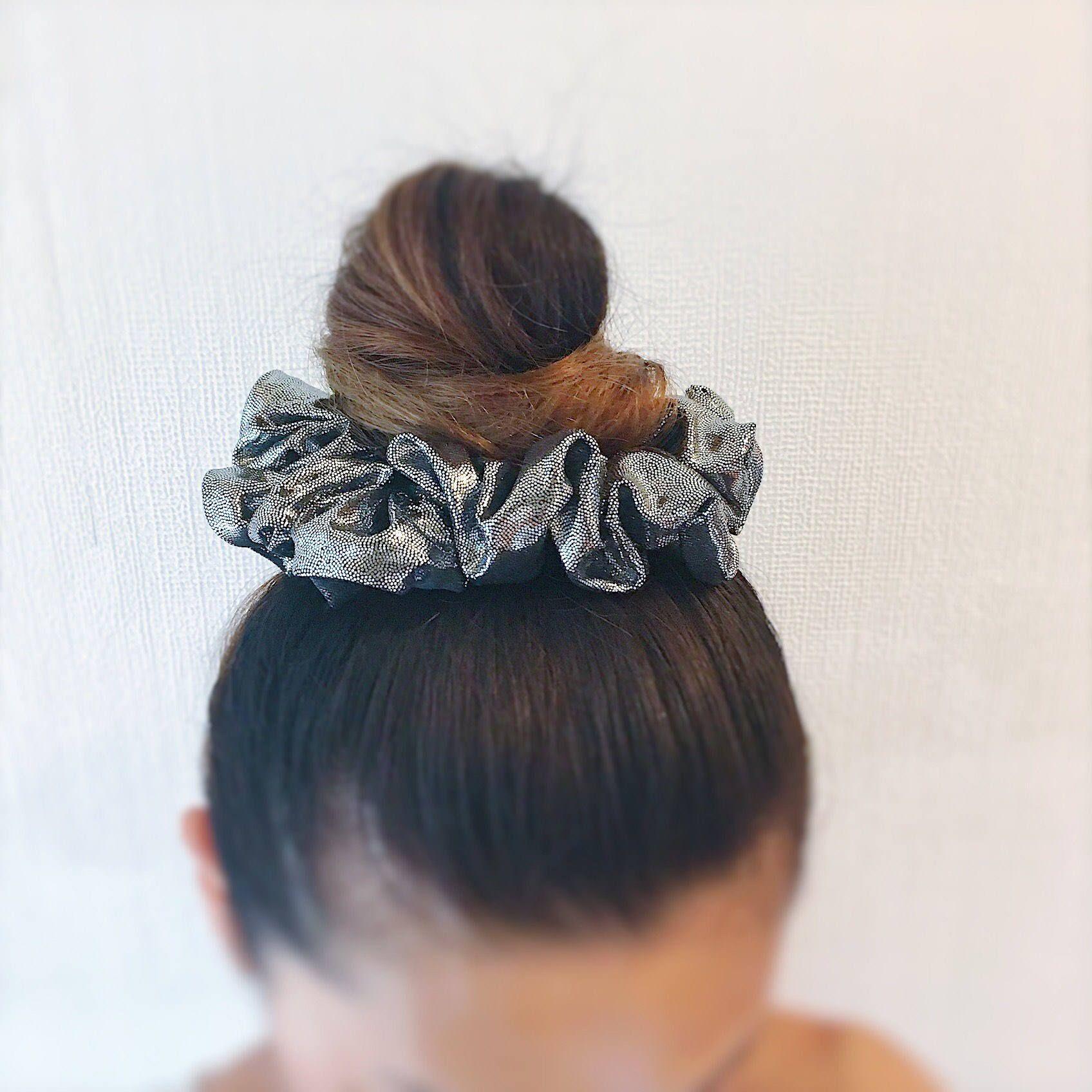 hair bun Really pretty! Gorgeous Black /& gold  pleated  fabric hair scrunchie