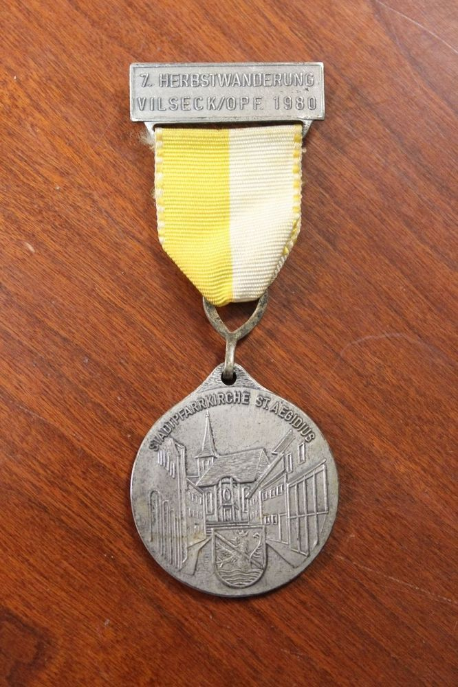 German Hiking Medal 1980 Stadtpfarrkirche St Aegidius Dog Tag Necklace Arrow Necklace Medals