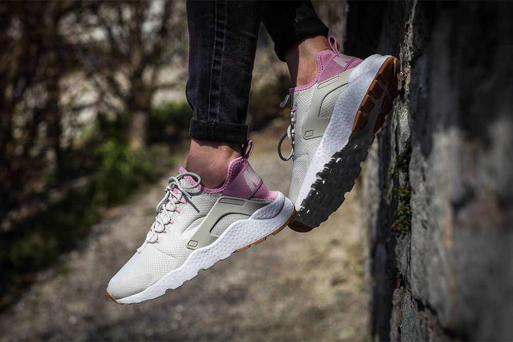 "c82878d86265 damskie Nike Air Huarache Ultra ""Light Bone   Orchid – Gum Yellow – White"""