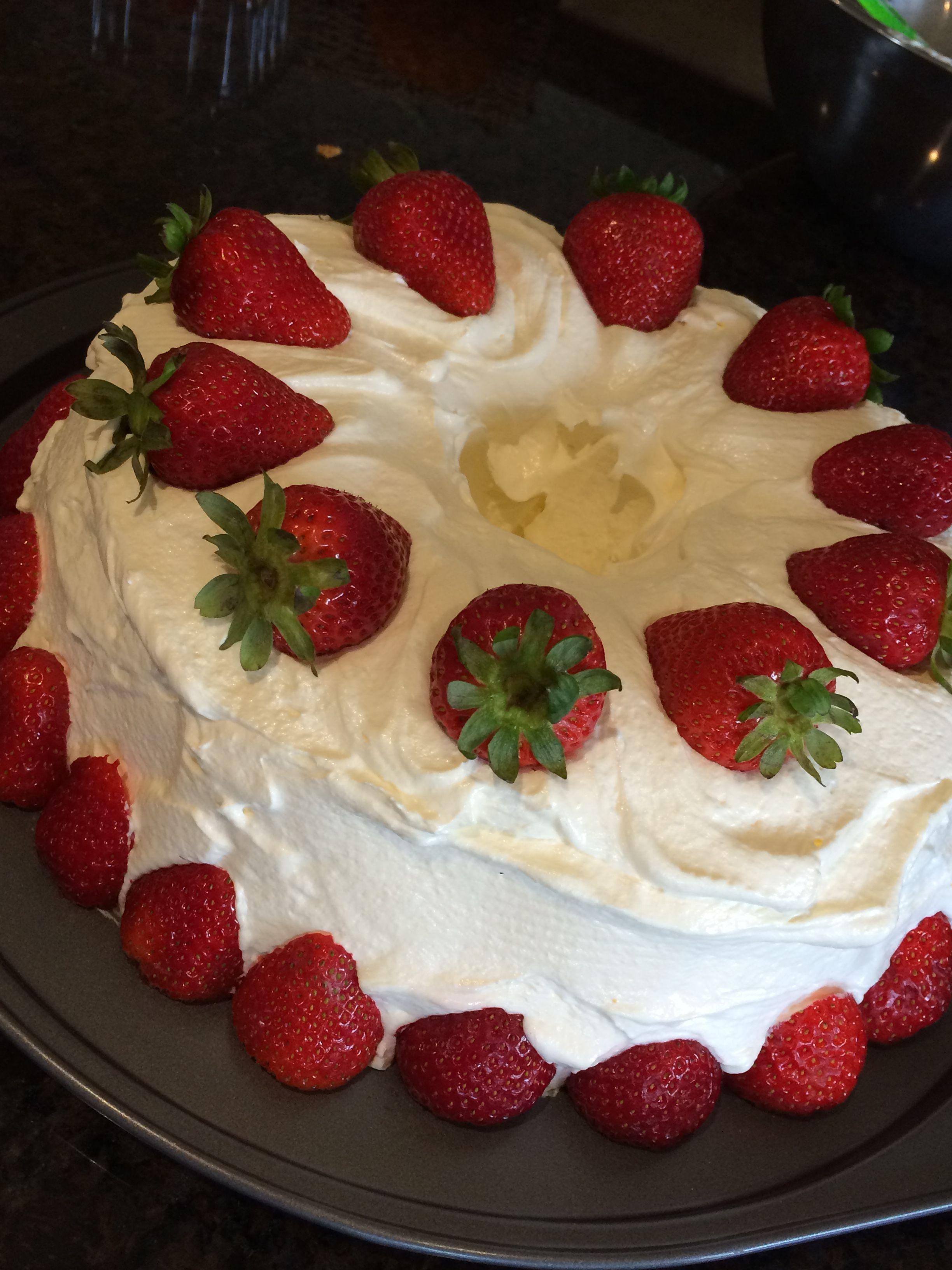 Strawberry Sponge Cake Make An Angel Food Cake Mix Vanilla