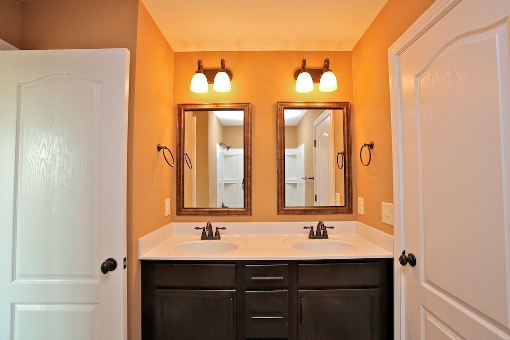 jack and jill bathroom designs photo