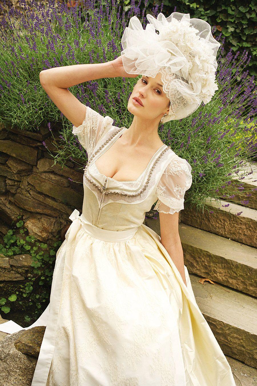 Ausschnitt+Verzierung// Buy wedding dirndl Gmunden, with costumes Angermaier online