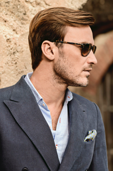 SPORTCOAT Blue Luxury Italian Linen | SHIRT Light Blue Linen Blend Solid | POCKET SQUARE Sea Blue Silk Pine Motif