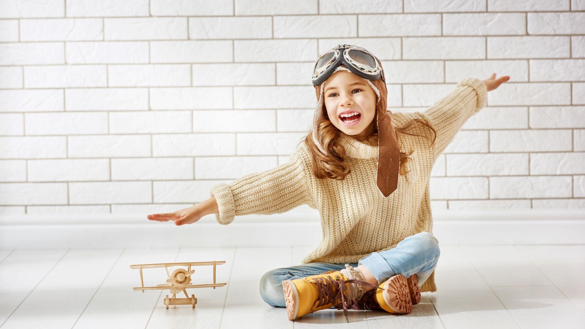 Скачать обои Шлем, Ботинки, Девочка, Очки, Дети, Свитер ...
