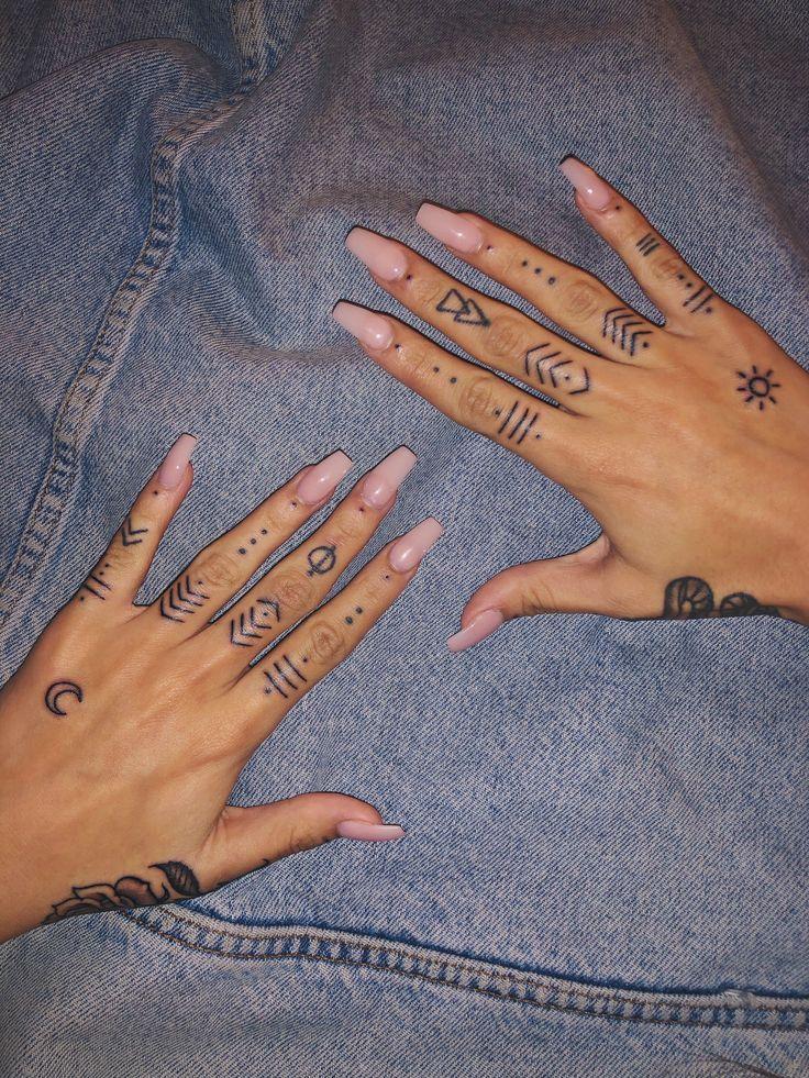 Hand Und Fingertattoos In 2020 Henna Tattoo Hand Cute Hand Tattoos Hand Tattoos