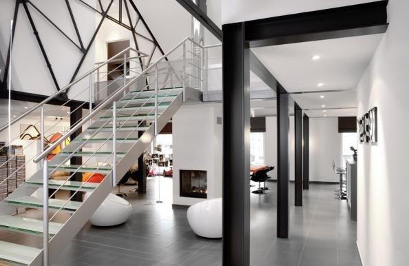 espace ouvert contemporain avec poutres ipn apparentes. Black Bedroom Furniture Sets. Home Design Ideas