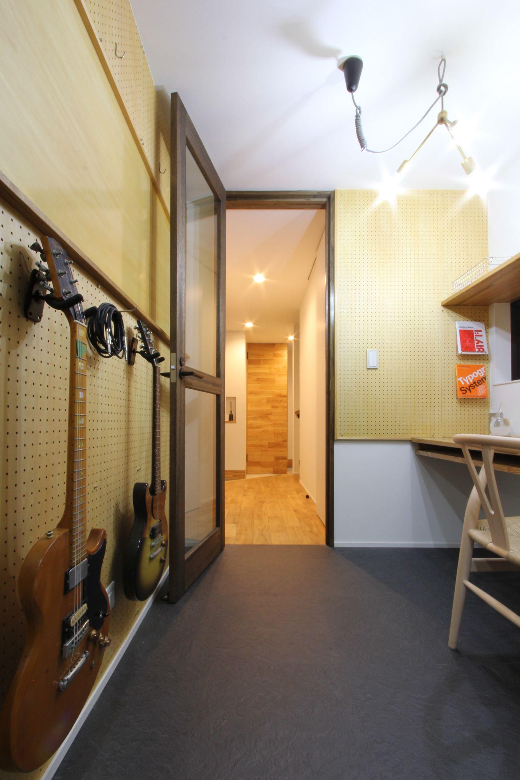 有孔ボードとアイデアボードのある書斎 住宅リフォーム ワーク