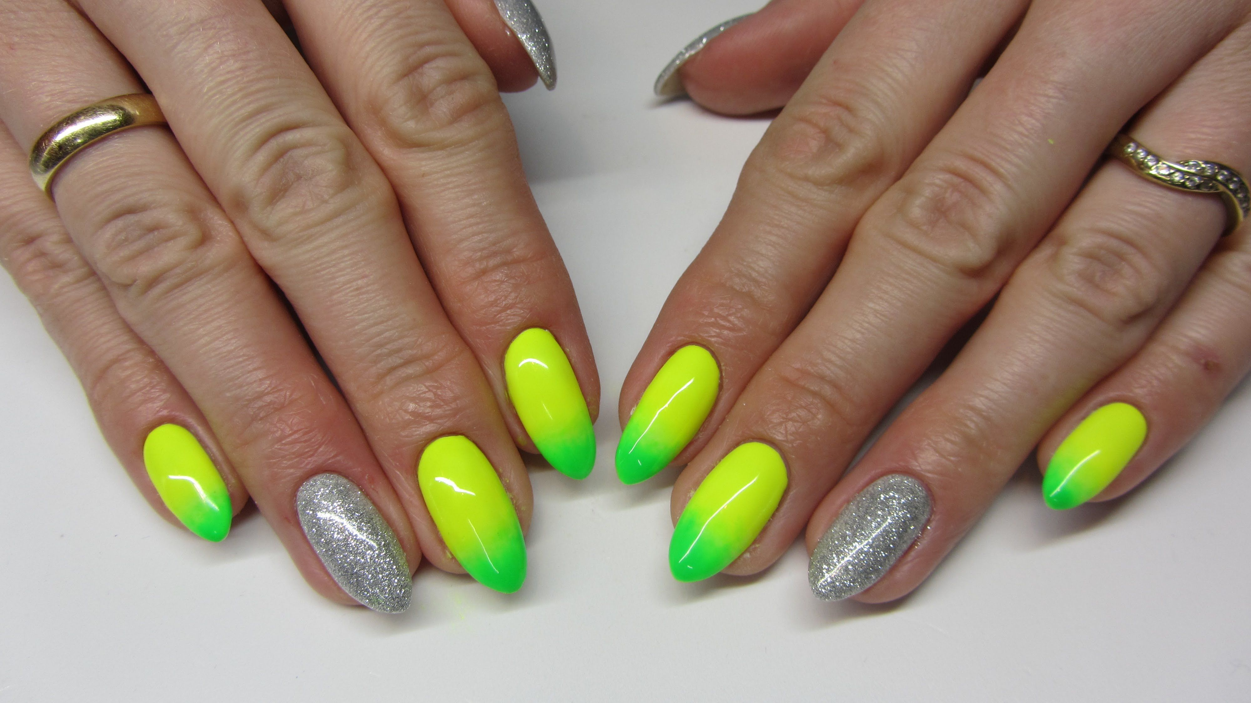 Neonowe Cieniowane Paznokcie Neon Ombre Nails Sleek Shine
