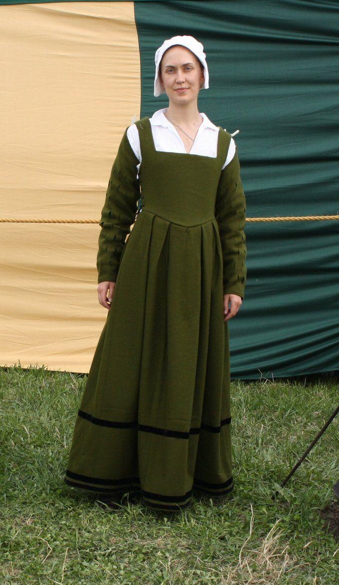Beautiful green Tudor dress  middle / working class / merchant class