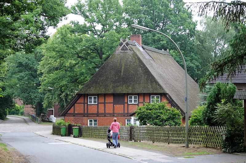 4581 Dorfstrasse im historischen Dorfkern Hamburg Marmstorf - Geschichte der Stadtteile Hamburgs, Bilder aus den Hamburger Bezirken. | von christoph_bellin
