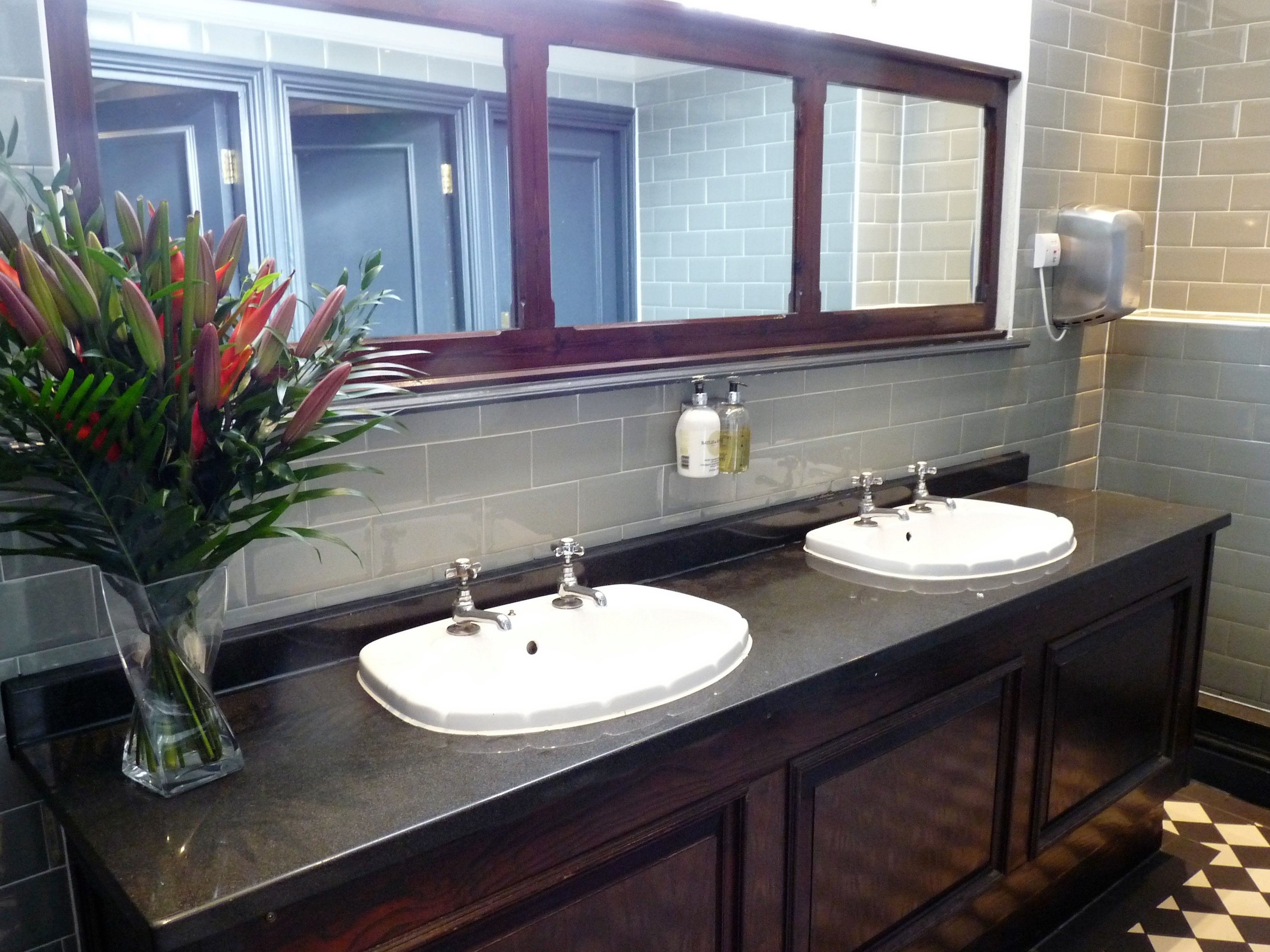 The Philharmonic Dining Rooms  WC se oras. The Philharmonic Dining Rooms  WC se oras   Liverpool   Pinterest