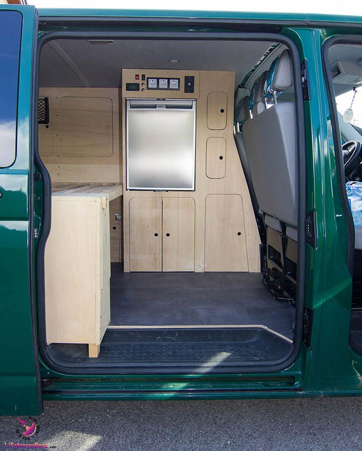 vw bus t5 selbstausbau die m bel im vw camperbus selbst. Black Bedroom Furniture Sets. Home Design Ideas