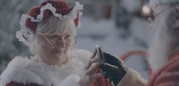 Its Santa And Mrs Claus For Samsung This Time (Video)