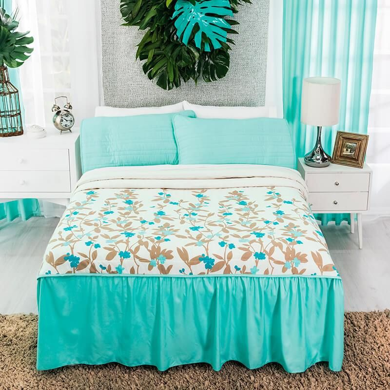 Beige And Blue Quilt Floral Soul In 2020 Tropical Style Home