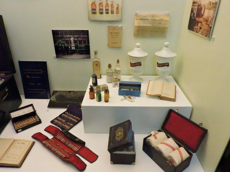 Museo Homeopatía - Distintos preparados homeopáticos... y una caja muy mona con…