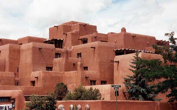 Luminarias adobe architecture santa fe new mexico the for Santa fe adobe homes